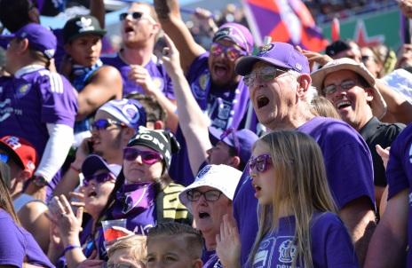 Fans 53